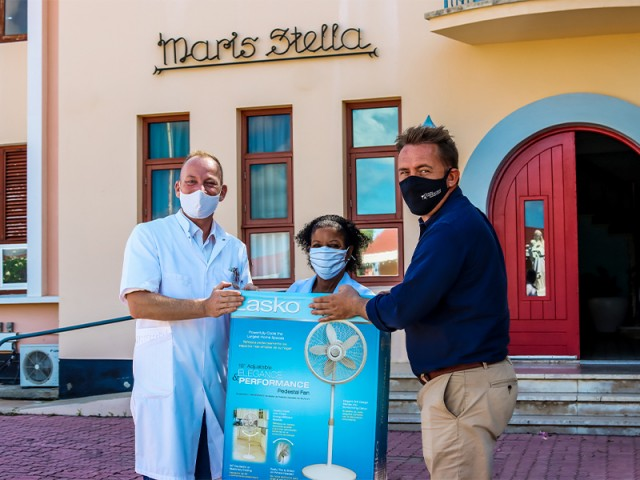 Aruba Wine and Dine donates 19 cooling fans to Maris Stella