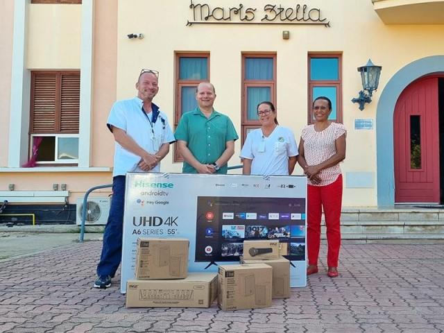 Aruba Wine and Dine donates audio and video equipment to Maris Stella